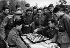 Фотографии коллаборационистов из Калмыкского кавалерийского корпуса