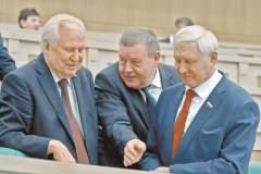 На заре российской демократии в 1993 году, члены СФ избирались без всяких ограничений и отбора – лишь народным голосованием. фото: Станислав Красильников/ТАСС