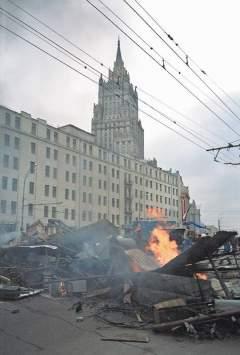 Апофеозом конфликта стали бои на улицах Москвы, в ходе которых погибли свыше 150 человек. фото: РИА-Новости