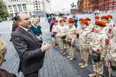 Александр Каньшин и юнармейцы Беслана
