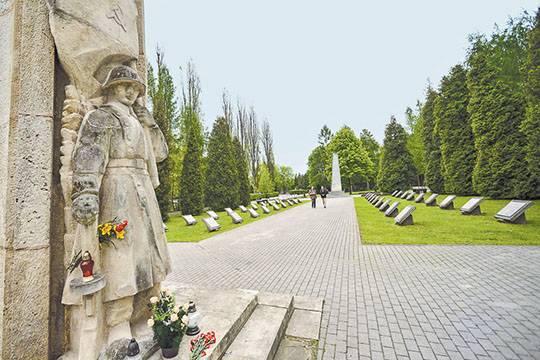 Польша будет сносить монументы Красной армии