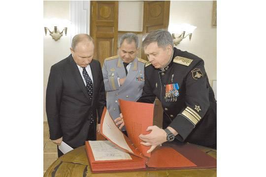 Вице-адмирал Игорь Костюков (справа) стал новым шефом военной разведки. фото: Алексей Дружинин/ТАСС