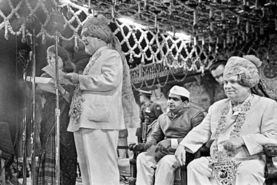Пытаясь не допустить ухода стран третьего мирапод влияние США, СССР так стремился обаять их, что готов был на всё. На фото – Никита Хрущёв в национальном индийском тюрбане. фото: РИА Новости