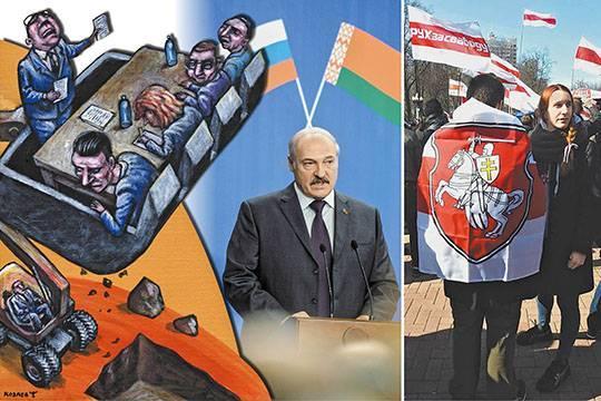 Раньше Лукашенко заигрывал с Россией, теперь – с белорусскими националистами.<br /> На последнем праздновании Дня независимости – бело-красно-белые полотнища,<br /> повсюду – гербы и «пагоня».<br /> Темур Козаев/фото: Дмитрий Азаров/Коммерсантъ