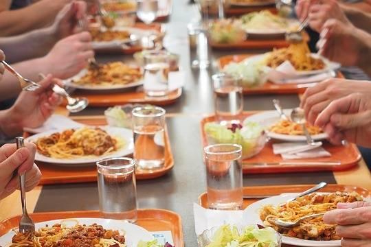 В Роспотребнадзоре отметили безопасность готового питания в школах столицы