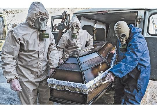 Эпидемия длится уже год, но сколько жизней унёс ковид, власти или не знают, или не говорят