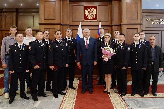 11 полицейских из разных регионов награждены Владимиром Колокольцевым медалями за смелость, доблесть и спасение жизней