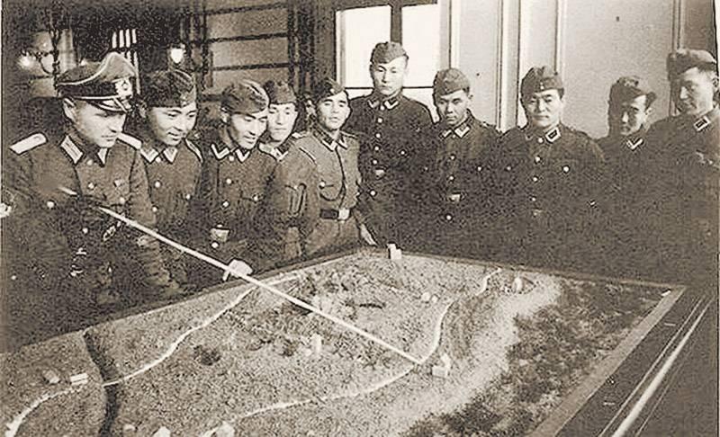 Фотографии коллаборационистовиз Калмыкского кавалерийского корпуса