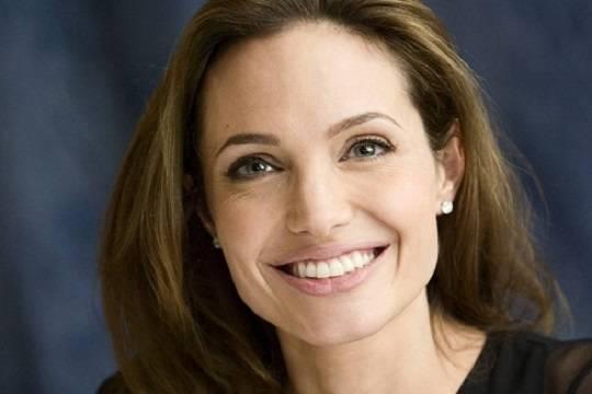 Анджелина Джоли призналась, что перенесла паралич лица