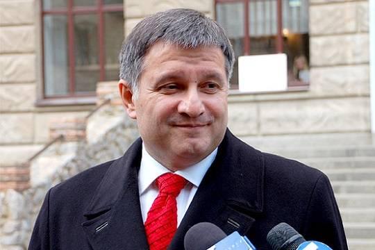 Аваков обвинил Порошенко ввыдаче заказа наарест своего сына