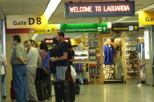 Аэропорт ЛаГуардия вНью-Йорке частично эвакуирован