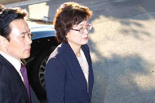 Бигуди председателяКС Южной Кореи сделали еесимволом трудолюбия