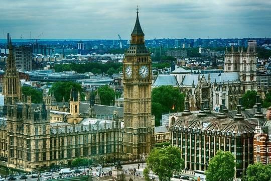 Британца приговорили к тюремному заключению за кашель в сторону полицейских