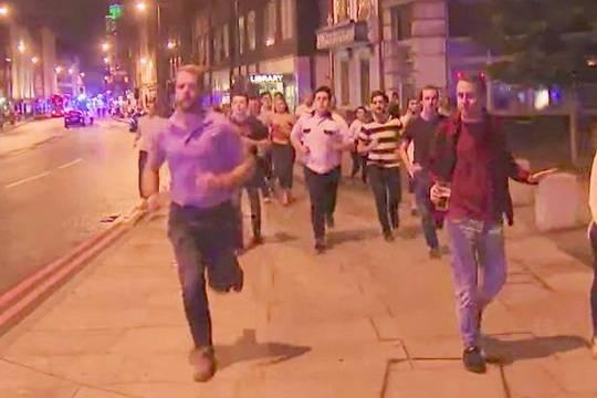 Британец, спасающий пиво сместа теракта встолице Англии, облетел весь интернет