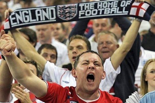 Independent назвала английских фанатов «подонками»
