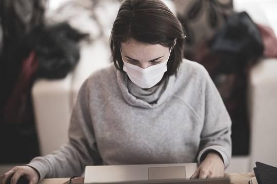 Британский эпидемиолог предрекла годы ношения масок