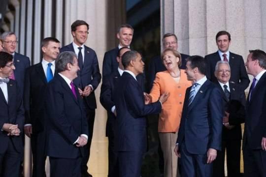 Бывший фотограф Обамы поиздевался над оттолкнувшим премьер-министра Черногории Трампом