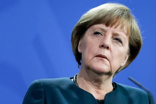 Германский Charlie Hebdo изобразил Меркель сголовой Мартина Шульца вруках