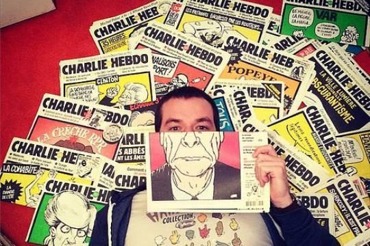 Граждан Италии возмутила карикатура Charlie Hebdo нанедавнее землетрясение