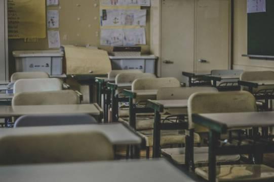 Дети из двух российских посёлков на коленях попросили построить школу