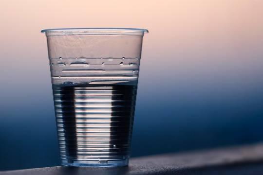 Диетолог перечислил опасные для употребления натощак напитки
