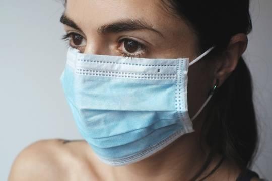 Доктор Мясников назвал маски опасными и предложил ввести привилегии для привитых