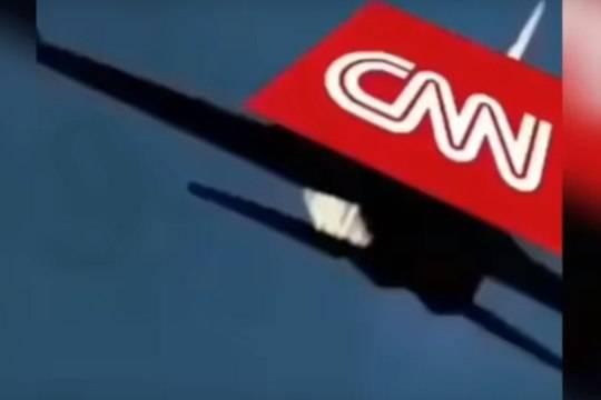 Сына Трампа осудили завидео сотцом, сбивающим «самолет CNN»