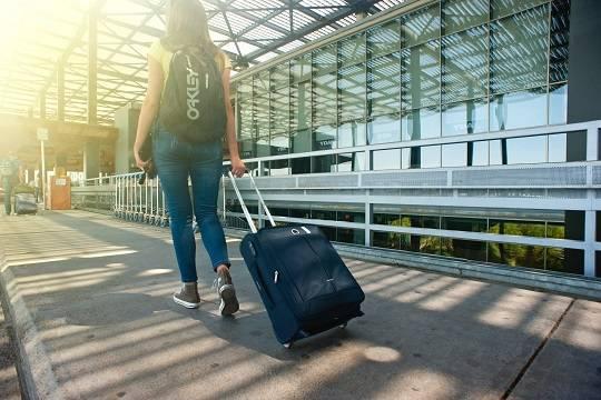 ЕС разрешит въезд привитым от коронавируса туристам