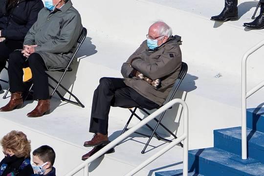 Фото Берни Сандерса в варежках на инаугурации Байдена стало мемом и принесло почти 2 млн долларов