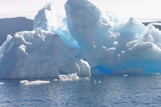От Антарктиды откололся айсберг гигантских размеров