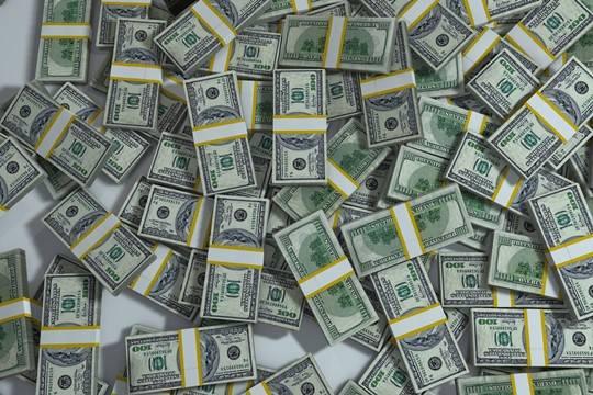 Орешкин: Россиянам нужно торговать доллары ипокупать рубли