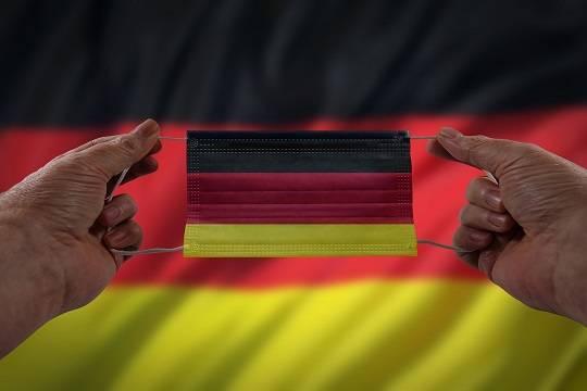 Глава Минздрава Германии заявил об остановке третьей волны коронавируса