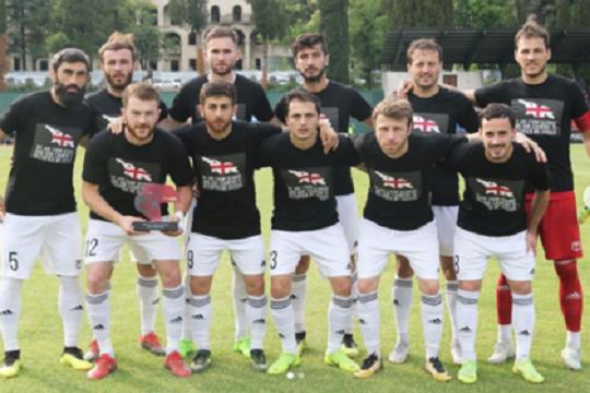 Грузинские футболисты вышли на матчи в майках с антироссийскими лозунгами