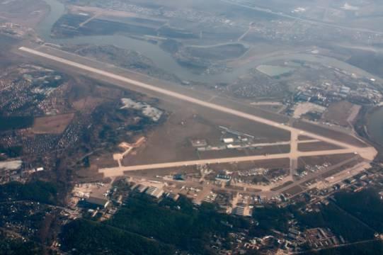 Из-за неисправности самолет Ил-78 экстренно садится в Жуковском