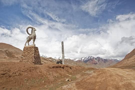 Киргизия и Таджикистан завершили отвод войск и техники от границы