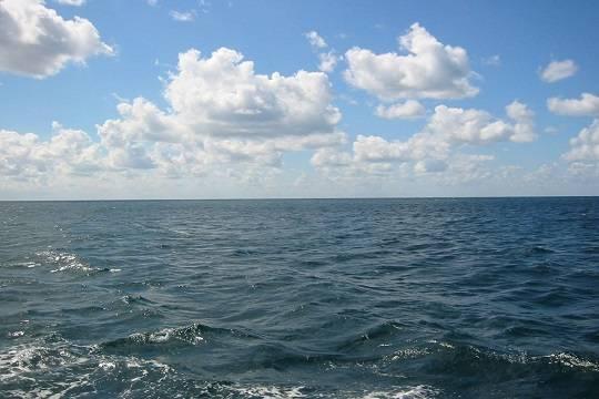 Корабль ВМС США открыл предупредительный огонь всторону иранских катеров