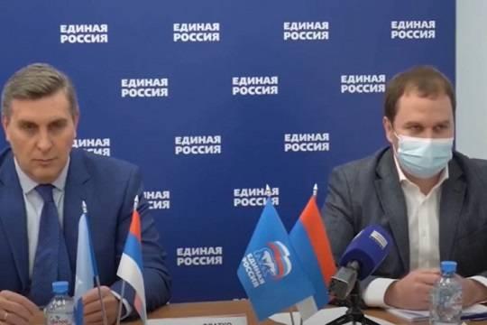 Красноярские единороссы провели предвыборную пресс-конференцию под флагом Сербии