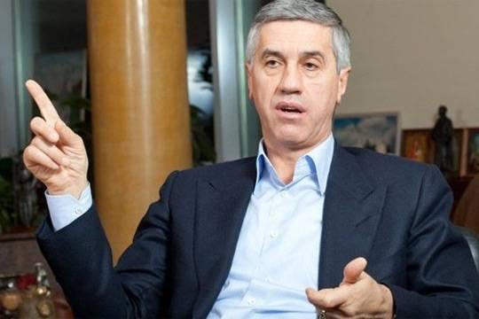 Кто и зачем решил показать вторую желтую карточку красноярскому депутату Анатолию Быкову