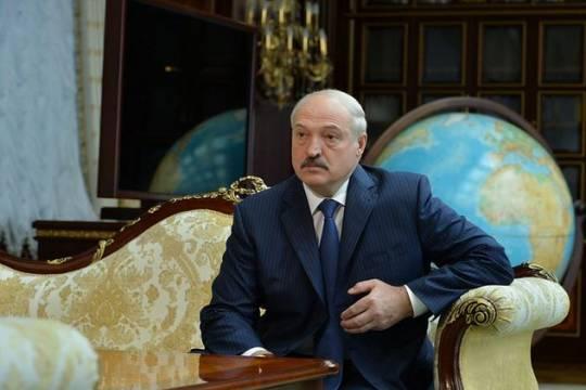 Лукашенко рассказал о связанном с бело-красно-белым флагом геноциде белорусов