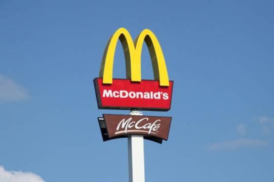 Макдоналдс обвинили в слежке за сотрудниками