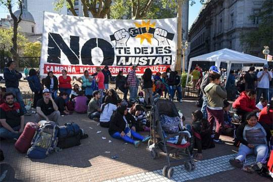 Президент Аргентины Маурисио Макри сталкивается со сложной экономической дилеммой