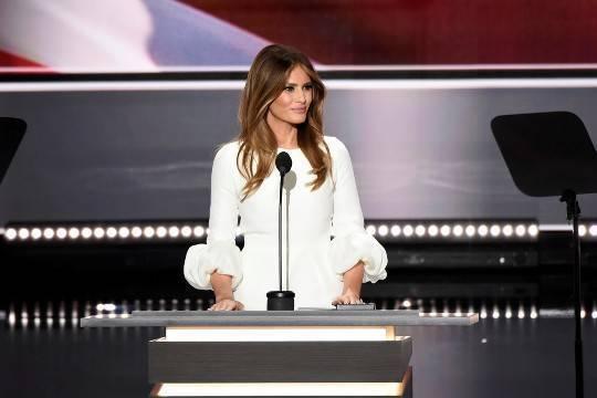 Мелания Трамп подвергла критике политику своего мужа