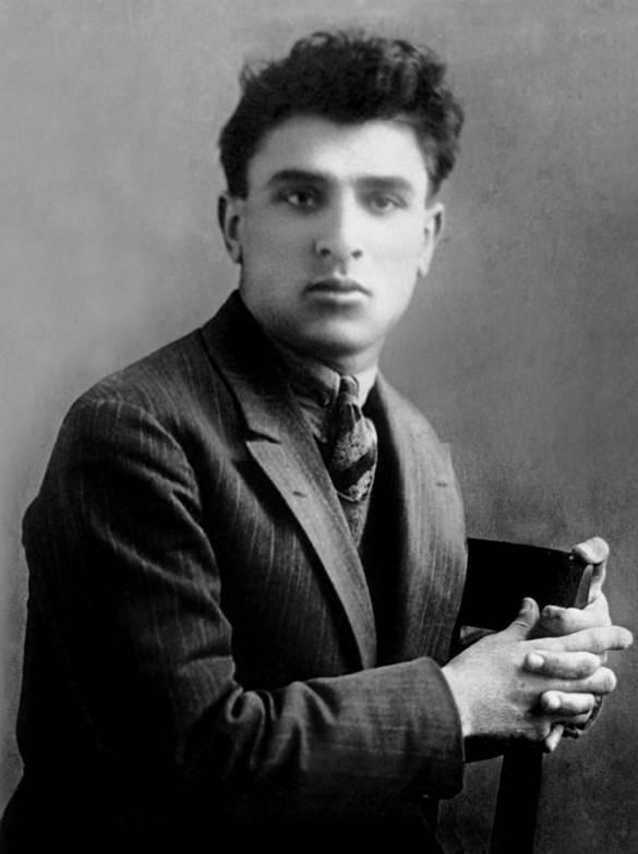 Министр культуры Азербайджана Абульфас Гараев пытается сорвать общественную кампанию по изучению предполагаемых останков известного поэта Микаила Мушфига