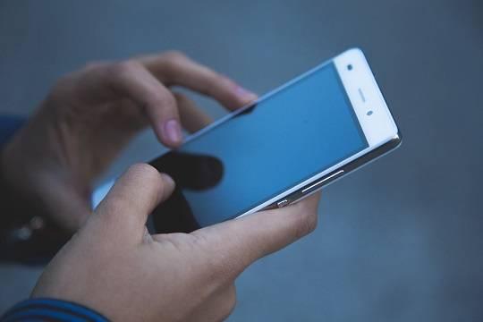 Минпросвещения рекомендует ограничить использование мобильных телефонов в школах
