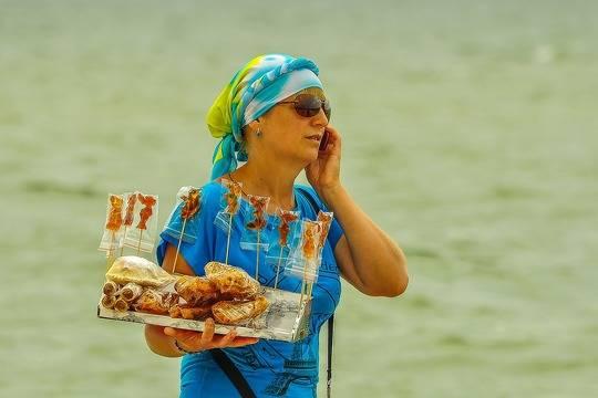 На Кубани ввели штрафы для зазывал на пляжах и навязчивых таксистов