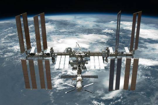 Роскосмос планирует уменьшить экипаж русского сектора МКС до 2 человек