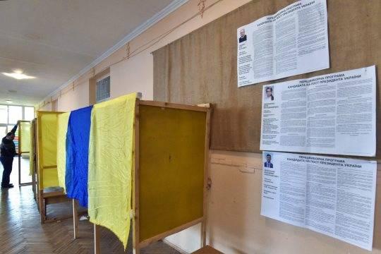 На одном из избирательных участков на Украине мужчина кинул коктейль Молотова