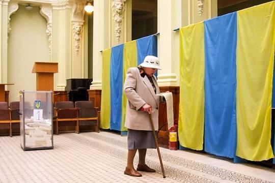 На Украине сообщили о первых нарушениях на выборах президента страны