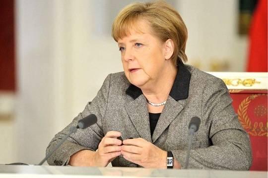 Нападение на Ангелу Меркель зафиксировано на камеру (видео)
