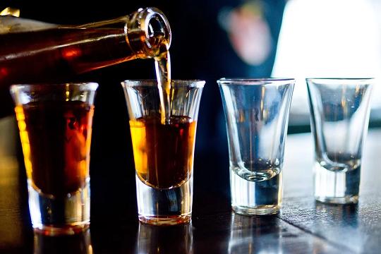Нарколог Минздрава не рекомендует переболевшим коронавирусом употреблять алкоголь